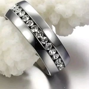 SILVER STAINLESS & WHITE CRYSTAL RING